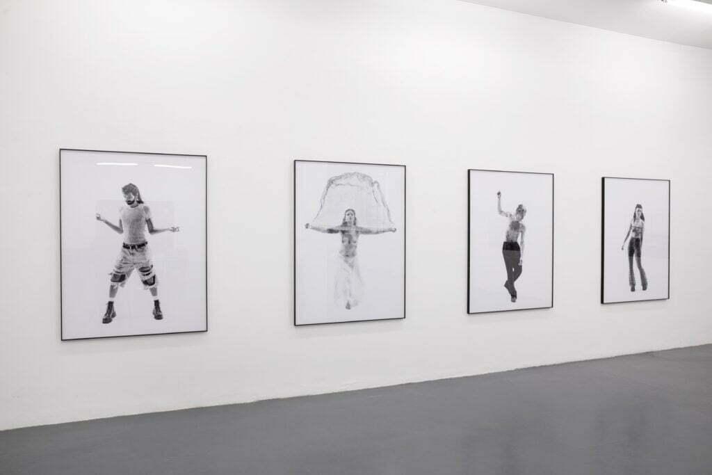 05 Simone Bergantini How to dance rave music Galleria Abbondio 2021 © Cristina Gavello Spazi Fotografici Scuola ed eventi di fotografia https://spazifotografici.it/wp-content/uploads/2021/02/cropped-favicon-spazi-fotografici_nerobianco.png